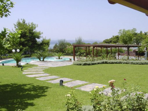 PRIVATE GARDENS IN ERETRIA